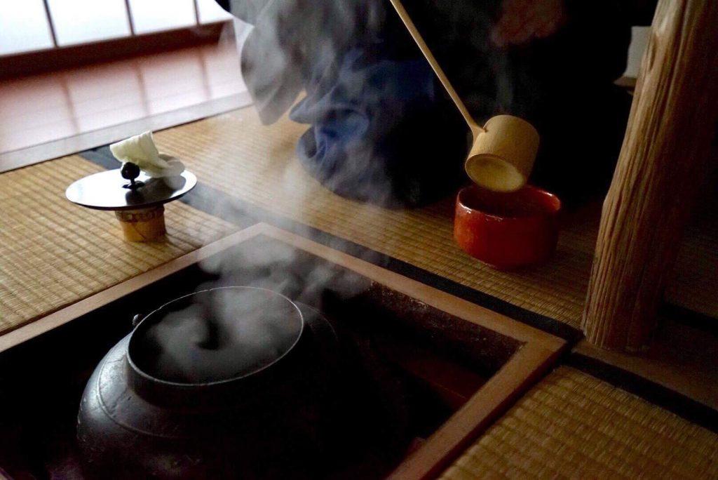 """Conférence et démonstration - Thé et saké dans la Voie du thé (""""Cérémonie du thé"""") - Salon Européen du Saké et des boissons japonaises 2021"""